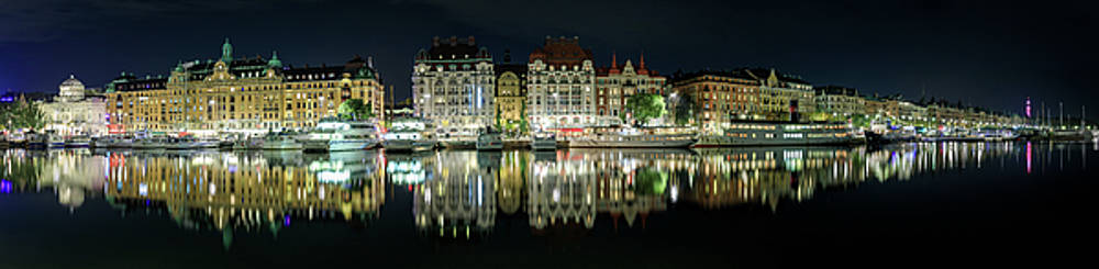 Near-perfect Strandvagen reflection in Stockholm by Dejan Kostic