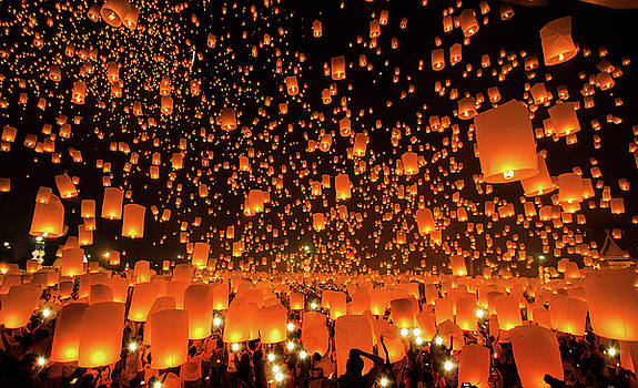 New year and Yeepeng festival in Thailand by Anek Suwannaphoom