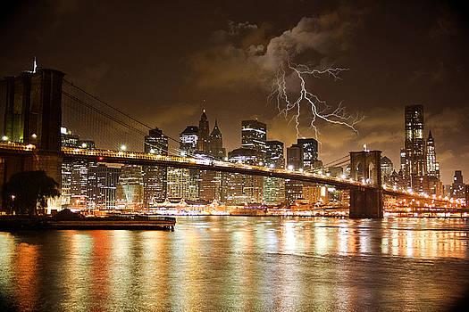 New York - Brooklyn Bridge flash lightning by Amador Esquiu Marques