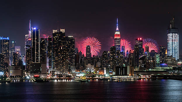 New York Independence Day Fireworks by Michael Lee