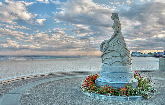New Hampshire Marine Memorial by Wayne Marshall Chase