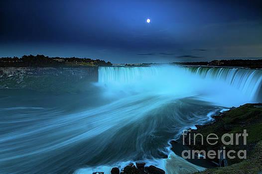Niagara Falls and moon  by Mariusz Czajkowski