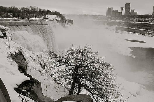 Niagara  Falls in Winter by Amanda Lonergan
