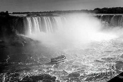 Niagara Falls into the mist adventure by Anna Wisniewska