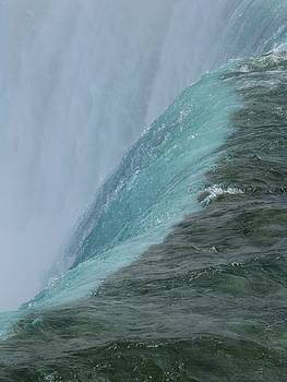 Niagara Falls by Joscelyn Paine