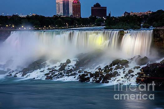 Niagara waterfall by Miro Vrlik