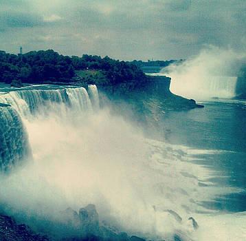 Niagara Falls in New York State by Paulo Guimaraes