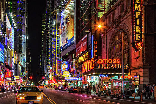 Night in the Big Apple by James Heckt