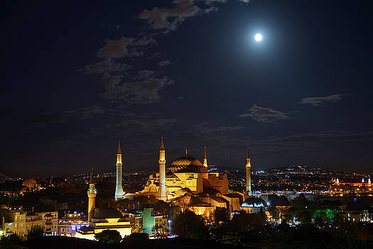 Reimar Gaertner - Night lights on Hagia Sophia under a clear full moon at night in