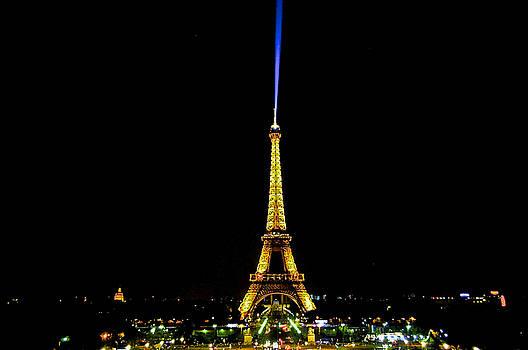 Night on paris by Renato Armignacco