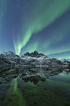 Night reflections by Frank Olsen