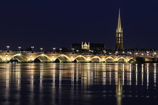 Night view of The Pont de pierre Bordeaux, France by Freepassenger By Ozzy CG