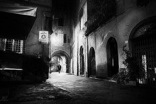 Night walk Lucca - impressionist street photography by Frank Andree