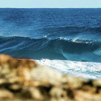 #nooneout #slab #westernaustralia #surf by Mik Rowlands