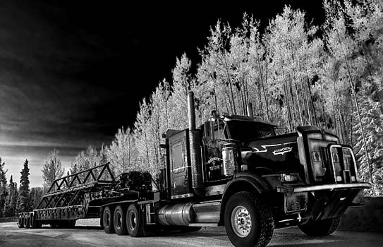 Northern Big Rig by Steve  Milner