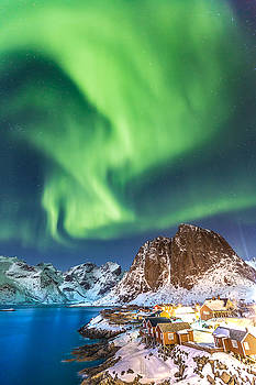 Northern Lights in Hamnoy by Alex Conu