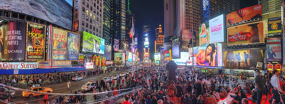 Yhun Suarez - NYC Times Square Panorama