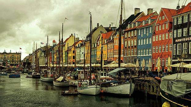 Nyhavn in Copenhagen by Rob Hemphill