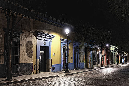 Chris Honeyman - Oaxaca street at night, 2016