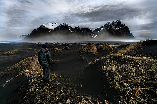 Larry Marshall - Observing the Beauty of Iceland