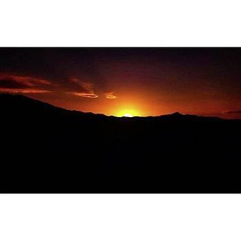 Ocaso Del Sol by Drew Hutto