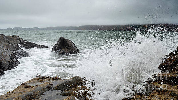 Ocean Water Crashing againt Rocks with cloudy skies by PorqueNo Studios
