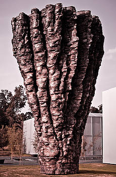 Ogromna - Ursula von Rydingsvard by Swift Family
