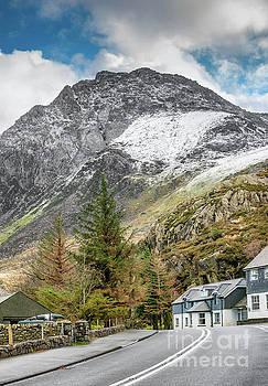 Ogwen Cottage by Adrian Evans