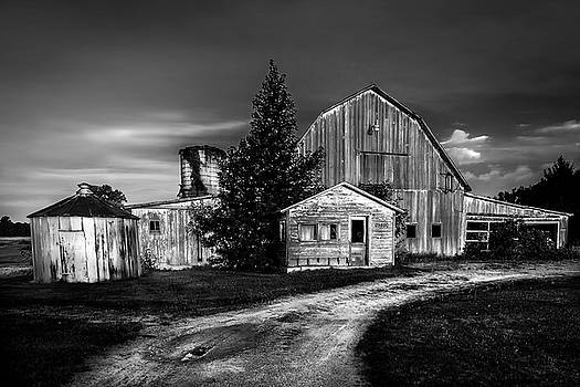Ohio Barn At Sunrise by Michael Arend