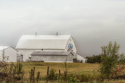 Ohio Barn by Victoria Winningham