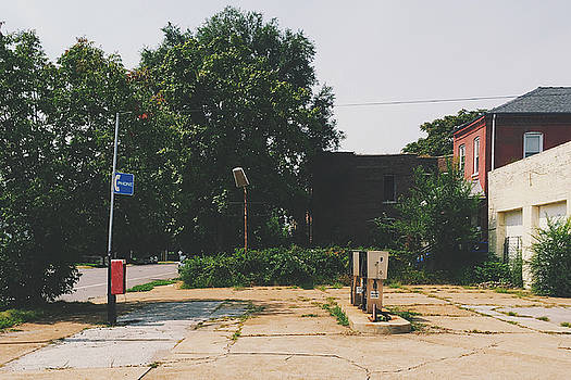 Old Abandoned Gas Station in Saint Louis by Dylan Murphy