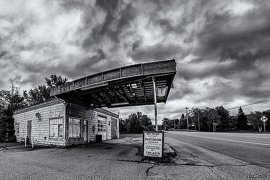 Old Auto Garage in Ellershouse by Ken Morris