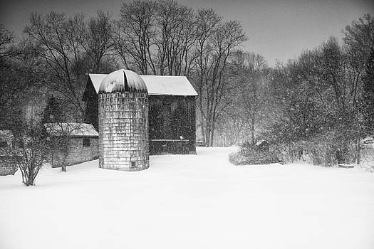 Old Barn in Winter by Rod Flauhaus