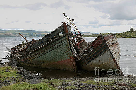 Old boads aground in Isle of Mull by Isabel Poulin