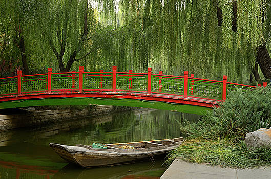Reimar Gaertner - Old bridge over Changpu river with boat and willow trees in Beij