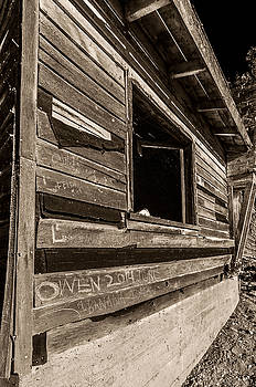 Old Building by Lonnie Paulson