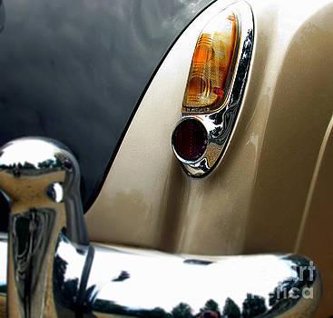Alexa Szlavics - Old car back