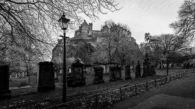 Jacek Wojnarowski - Old Cemetery with Edinburgh Castle in Background