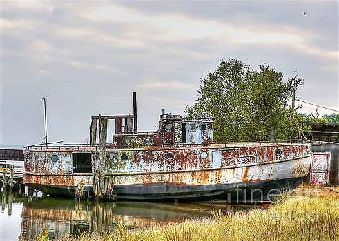 Old fishing boat by Robert Pearson