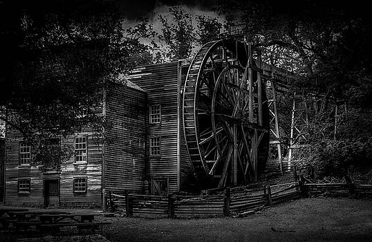 Old Grainery by Bruce Bottomley
