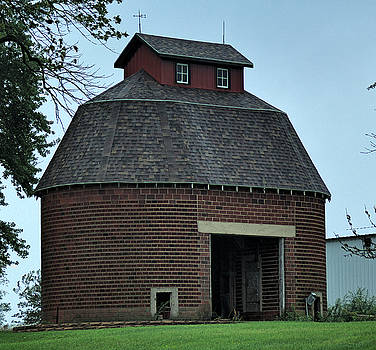 Old Granary by Tom Winfield