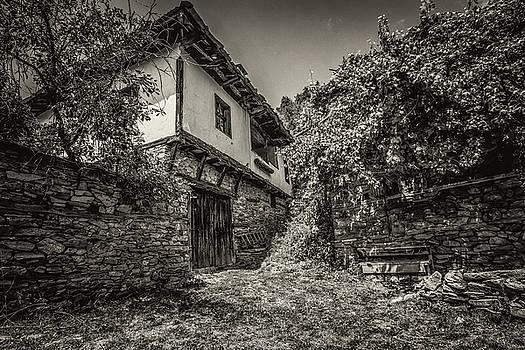 Old house in village of Leshten,Bulgaria by Julian Popov