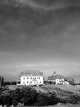 Old Inn by Gerard Yates