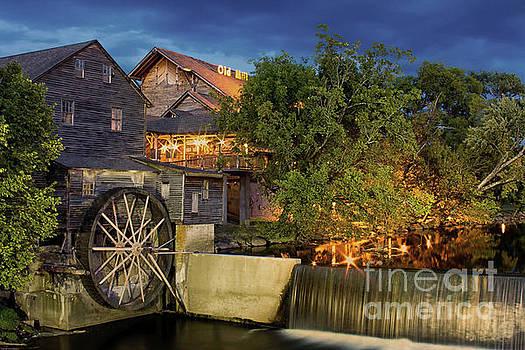 Old Mill by Geraldine DeBoer