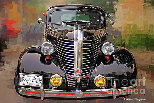 Old Pontiac Beauty by Randy Harris