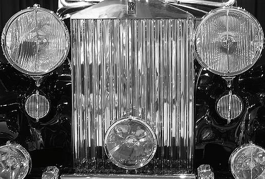 Old Rolls Royce by Ziyad Mihyar