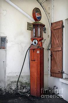 RicardMN Photography - Old Satam Petrol Pump