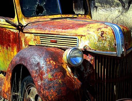 Old truck by Glen Powell