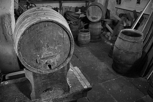 Gaspar Avila - Old wine barrels