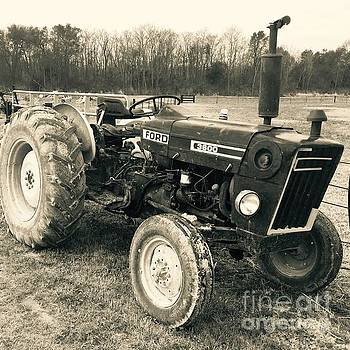 Ole' Country Tractor by Robin Lewis